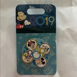 2019 Authentic Disney Parks trading pin